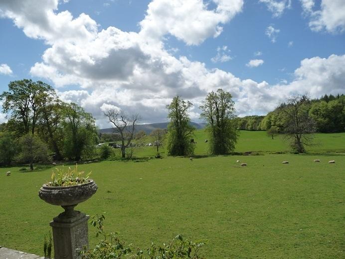 一 番 で 庭 イギリス 美しい